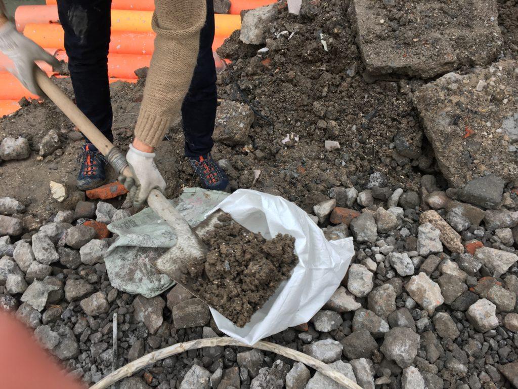 Picking up soil from urban Shanghai